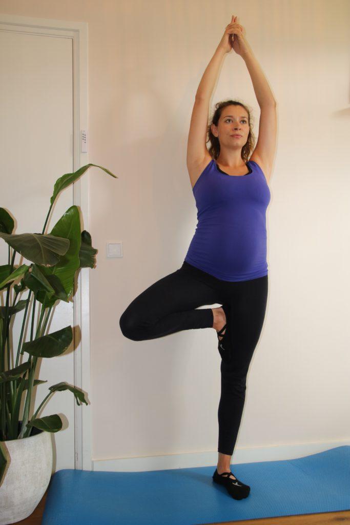 Zwangerschapsyoga - Yoga voor zwangere in Breda - balans pose